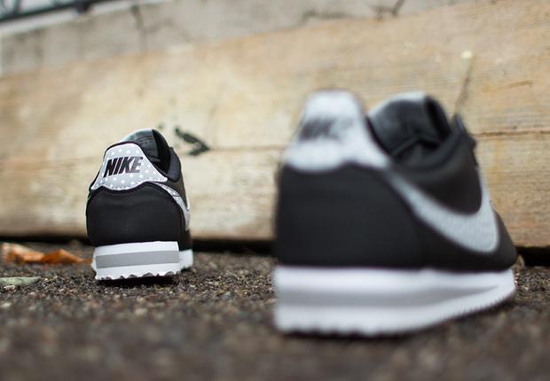 Nike-Womens-Cortez-Classic-Polka-Dot-Swoosh-4