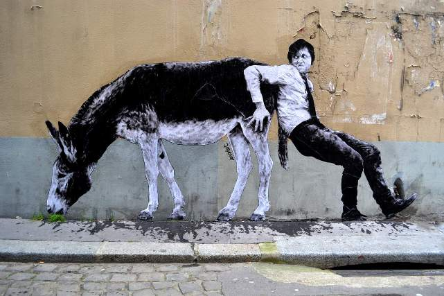 Levalet Street Art Travail contre Nature