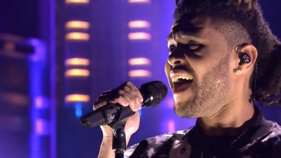 The Weeknd sur le plateau de Jimmy Fallon pour interpréter « Earned it »