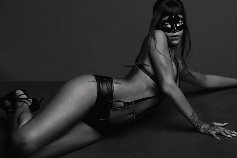 Rihanna honore Alexander McQueen dans l'édition Printemps-Été du AnOther Magazine