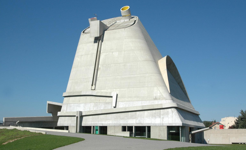 Yuri Suzuki à l'église Saint Pierre de Le Corbusier