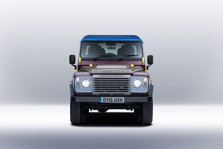 paul-smith-collaborates-with-land-rover-on-a-one-off-defender-3