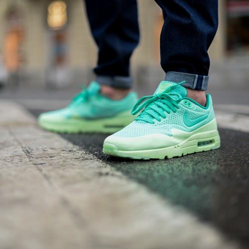 am1ultramoire-green