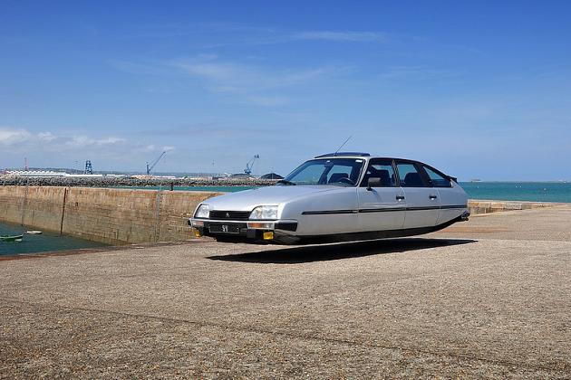 Flying cars par Sylvain Viau