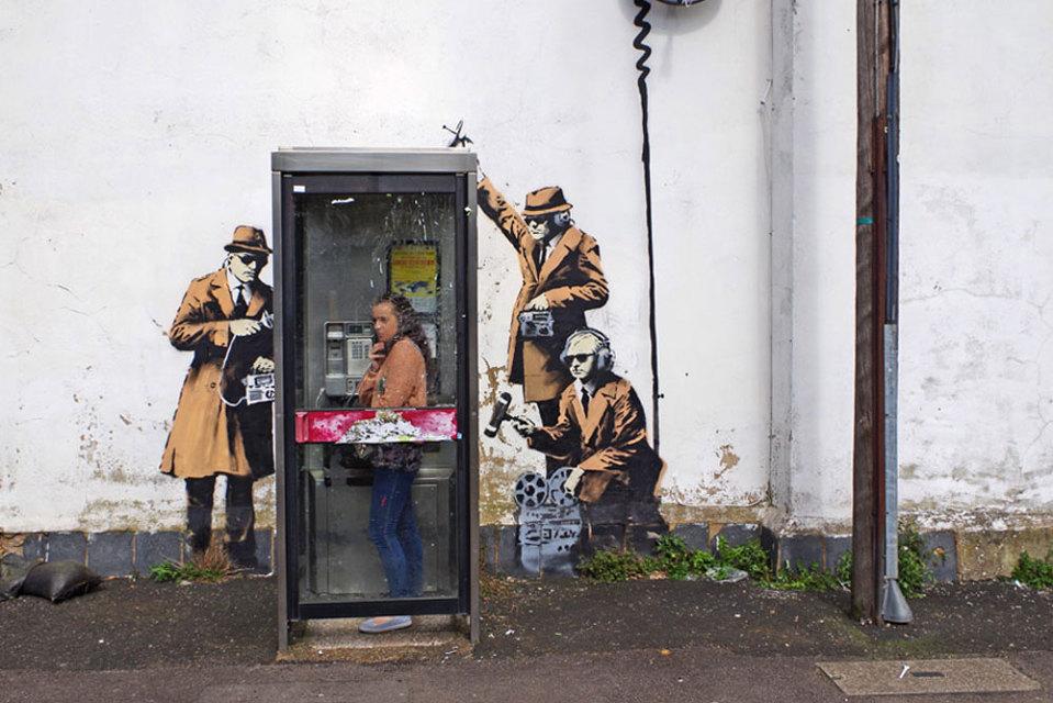 «Spy Booth» de Banksy : enfin monument classé en Angleterre !