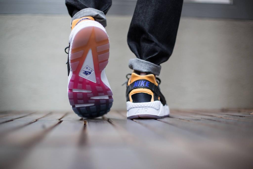 Nike dévoile les clichés de sa futur Hurache ! Découvrez les images de la Nike Air Huarache Black Grey Rainbow.