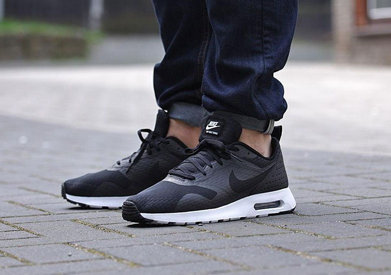 Nike Air Max Tavas Essential « Black/White »