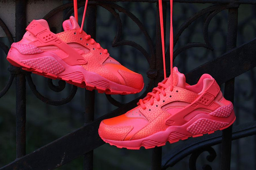 "NIKE Womans AIR HUARACHE RUN PRM ""HOT LAVA"""