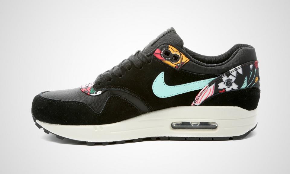 Nike wmns aloha black pack