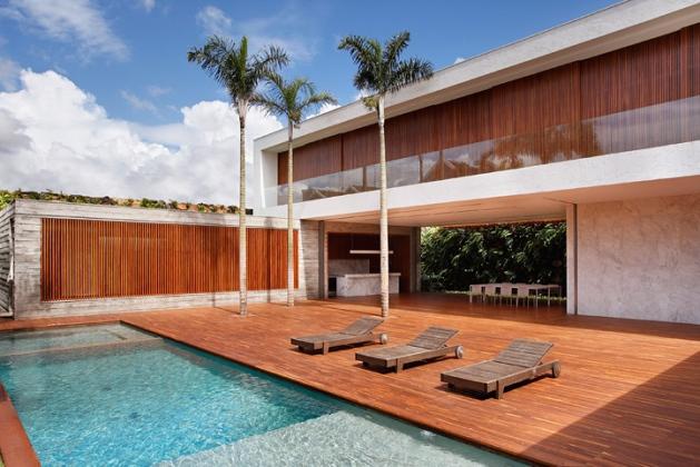 guilherme torres présente «an house»