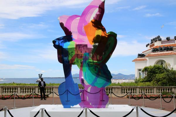 La sculpture « Coloring Book » de Jeff Koons vendue 13,2M$ à Cannes