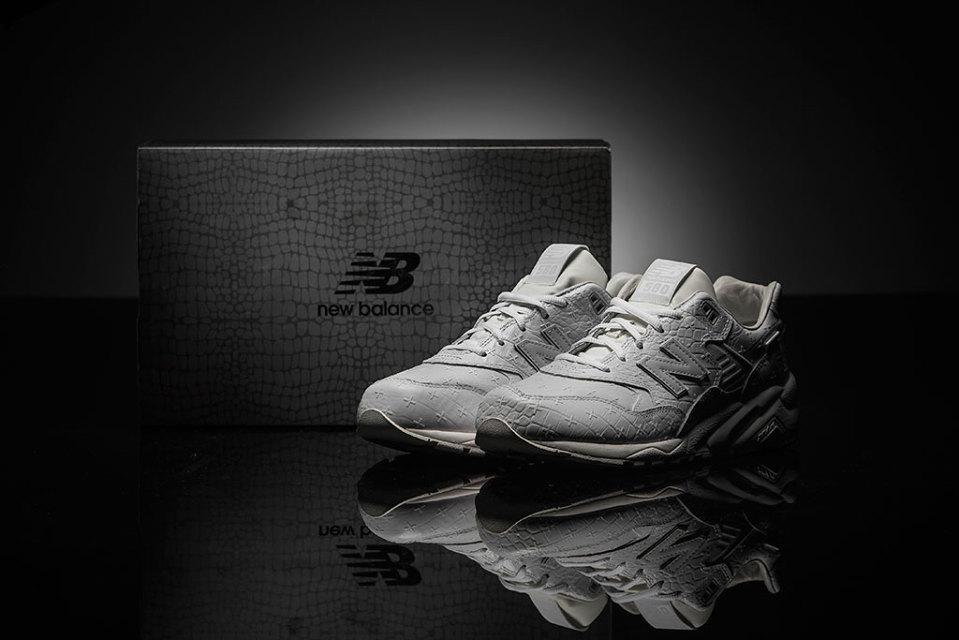 "New Balance MRT580XX édition spéciale ""All-White"""