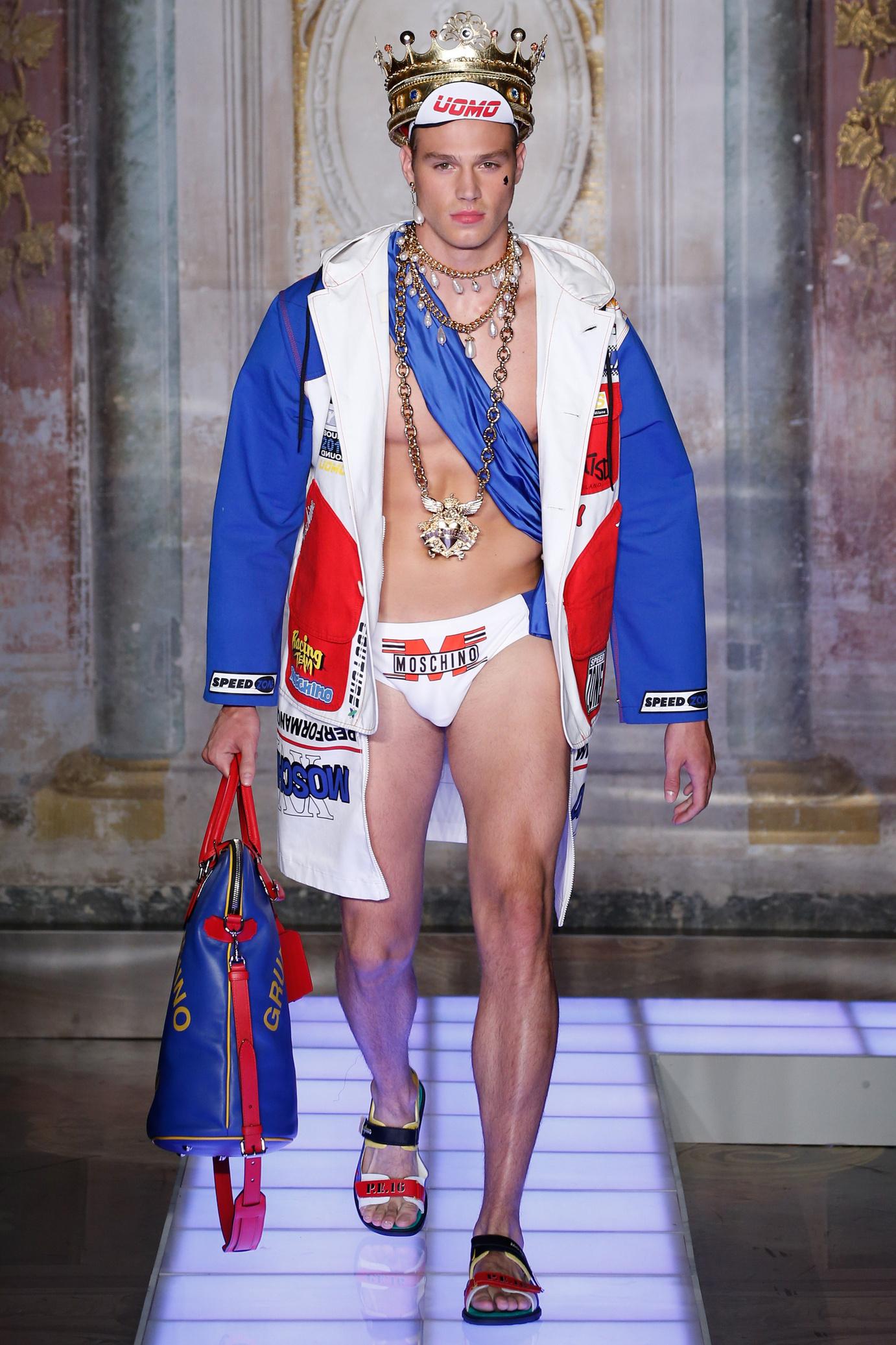 Sportif ou royaliste, bienvenue dans la collection Moschino SS16 Homme