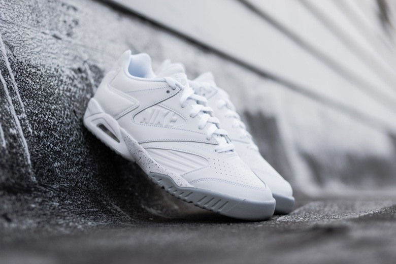 Nike dévoile une Air Tech Challenge IV Low « White/Wolf Gray »