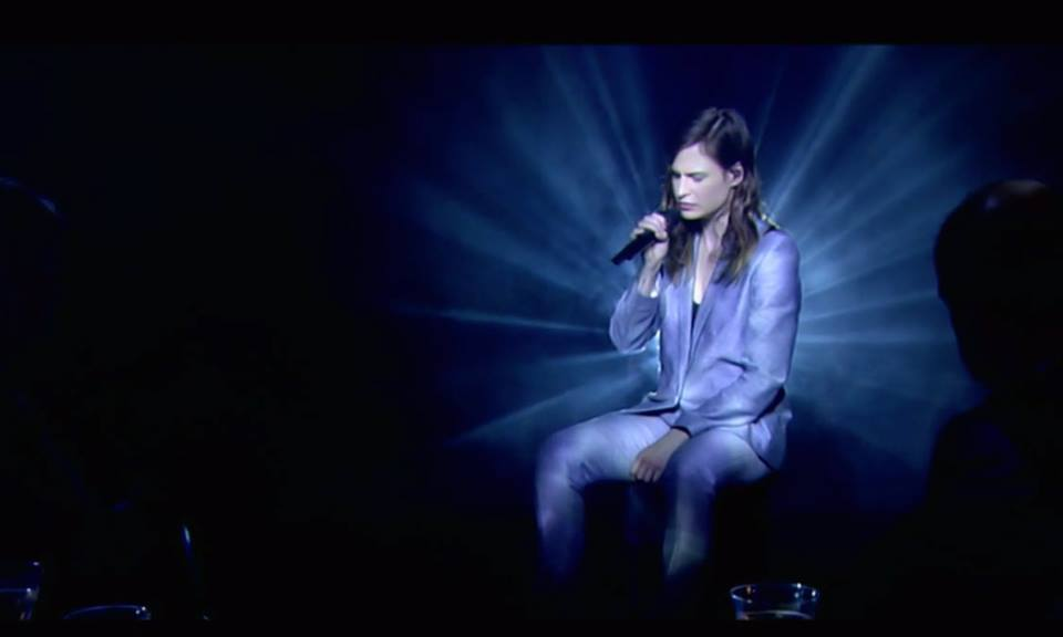Christine and the Queens associe Kanye West et Christophe dans sa performance live de « Paradis Perdus »