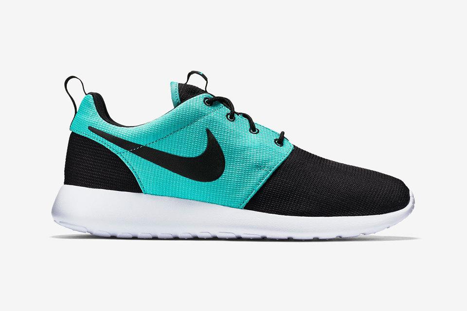 Nike réédite une Rosh Run dans des tons aquatiques