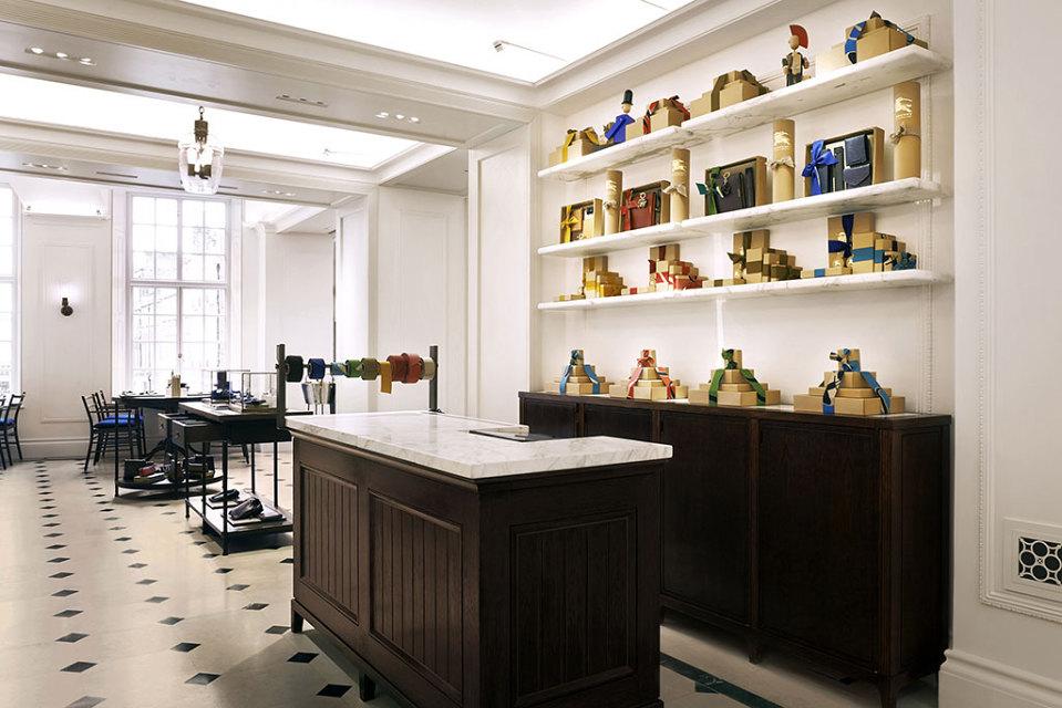 TEA-TIME chez «Thomas» : Burberry ouvre son café à Londres !
