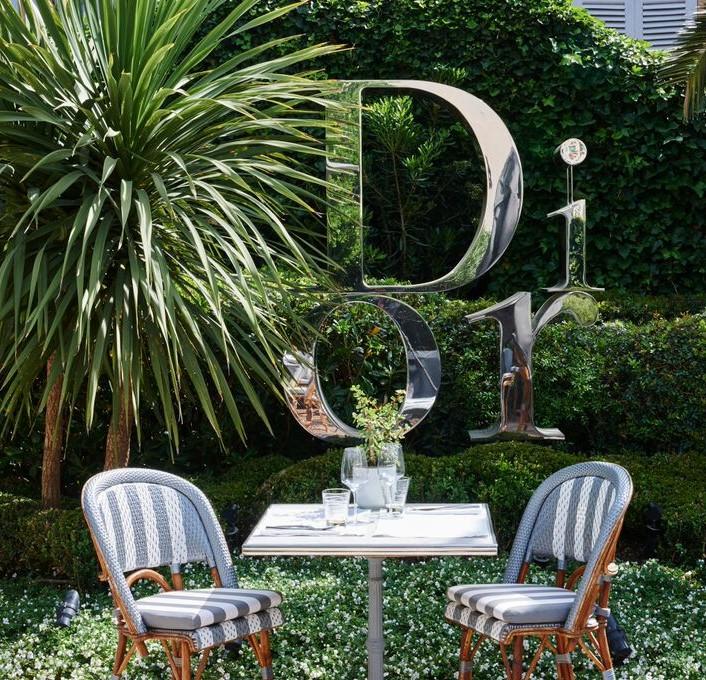 Le restaurant Dior «des Lices» rouvre ses portes dans sa boutique Tropézienne