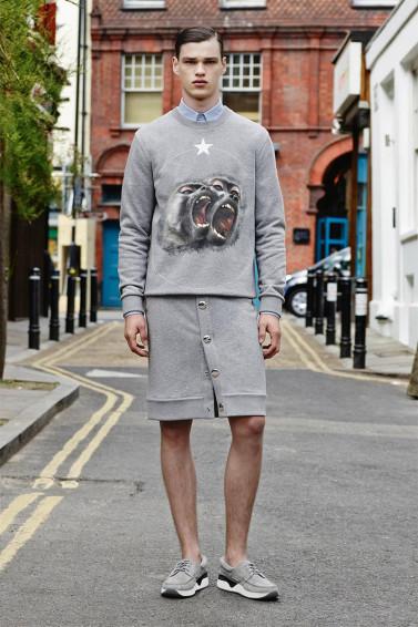 Costume ou jupe ? Zoom sur les premiers modèles Givenchy SS16
