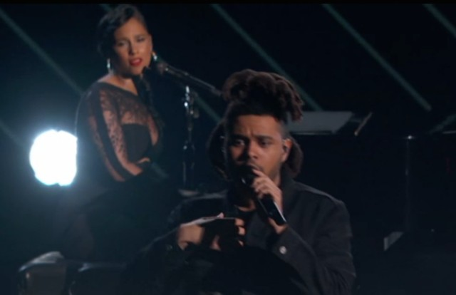 The Weeknd et Alicia Keys réunis en live sur le titre « Earned It »