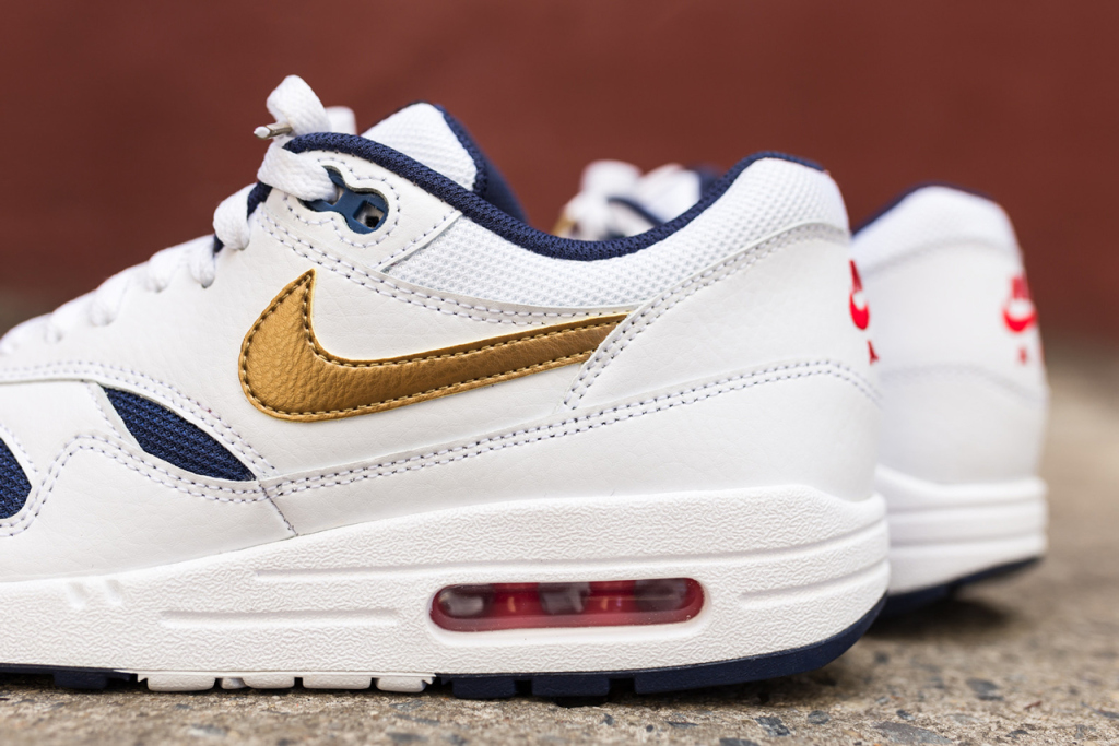 a-closer-look-at-the-nike-air-max-1-essential-olympic-3