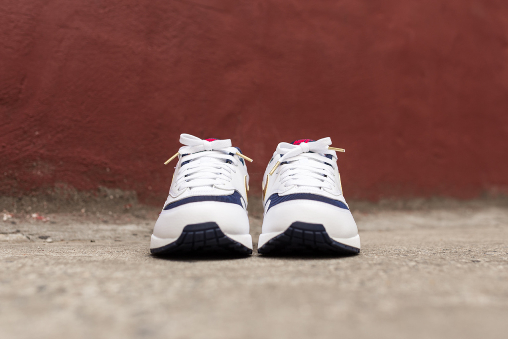 a-closer-look-at-the-nike-air-max-1-essential-olympic-4