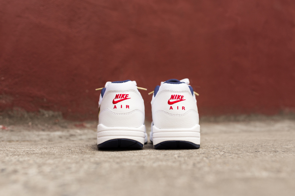a-closer-look-at-the-nike-air-max-1-essential-olympic-5