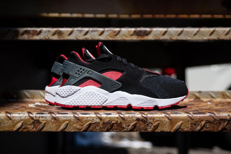 Nike dévoile une nouvelle Air Huarache «Black / University Red»