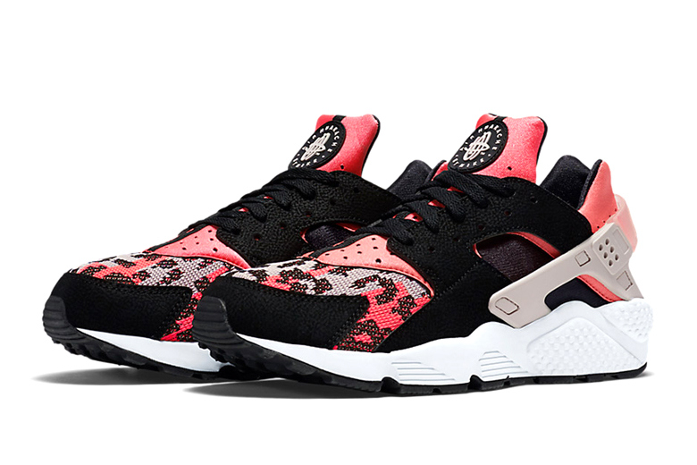Alerte sneakerhead : Nike Air Huarache Hyper Pink/Wolf Grey-Black