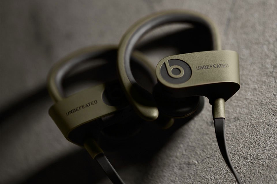 undefeated-x-beats-by-dre-limited-edition-powerbeats-2-wireless-3