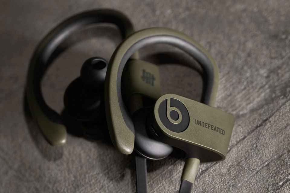undefeated-x-beats-by-dre-limited-edition-powerbeats-2-wireless-4