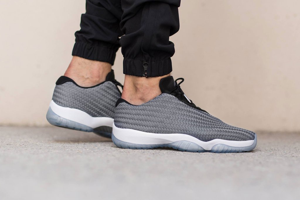 "Air Jordan Brand dévoile une nouvelle Future Low ""Cool Gray / Black / White"""