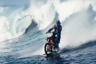 Surfer en motocross, c'est désormais possible !