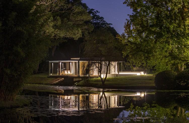 En Australie, une villa semble voler grâce à ses baies vitrées