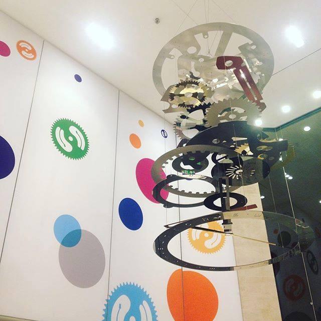 Une installation dans la boutique Swatch du Carrousel du Louvre - crédit photo Paris Design Week