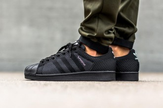 Adidas Originals dévoile une nouvelle Superstar Weave « Core Black »