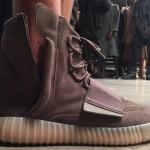 Kanye West dévoile une nouvelle Yeezy Boost 750 au Show YEEZY Saison 2