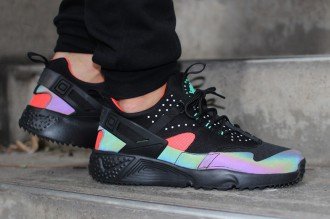 "Alerte sneakers addict : Une nouvelle Nike Air Huarache Utility PRM ""Bright Crimson"""