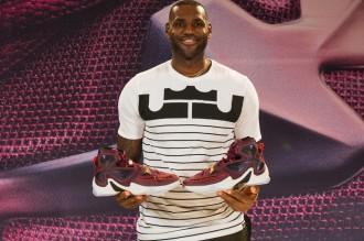 LeBron James dévoile sa nouvelle chaussure signature : la Nike LeBron 13 !