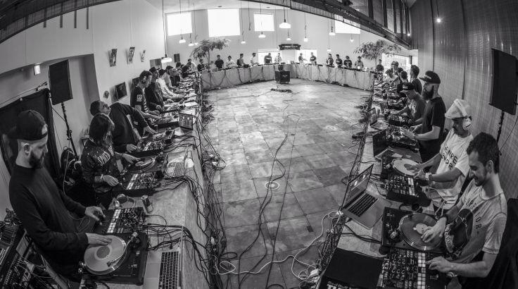 40 DJs + RedBull = Record de la plus grande session de scratch