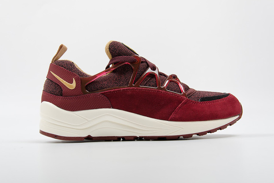 nike-air-huarache-light-burgundy-gold-01