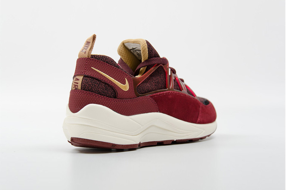 nike-air-huarache-light-burgundy-gold-03 (1)