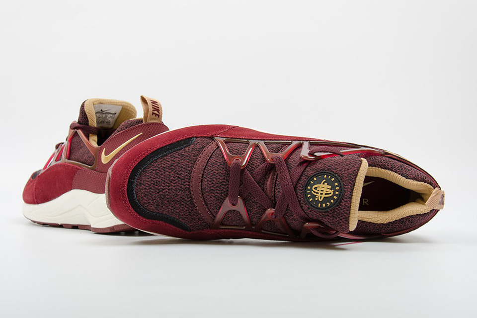 nike-air-huarache-light-burgundy-gold-04 (1)