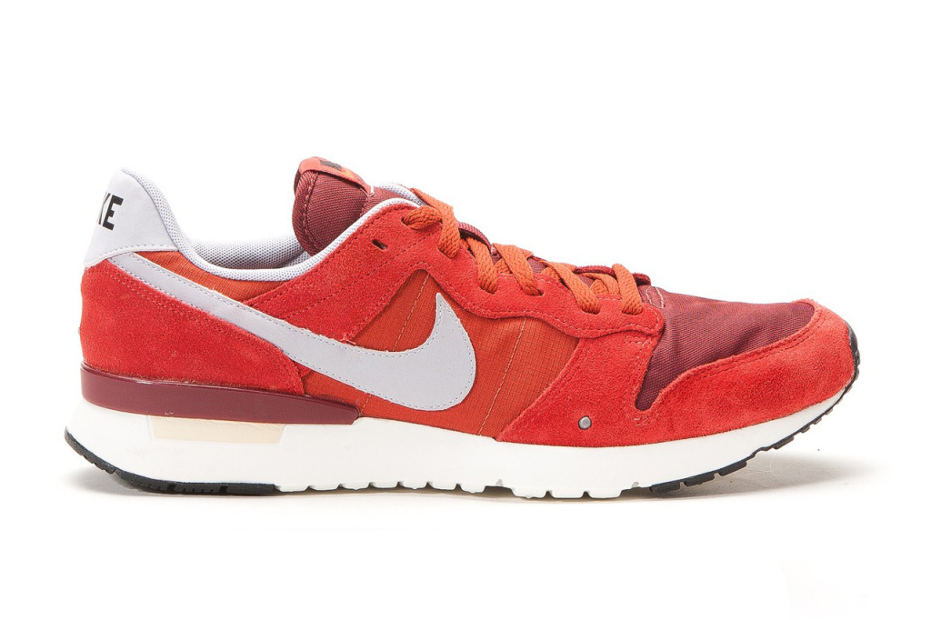 nike-archive-83-game-red-wolf-gray-sneaker-1