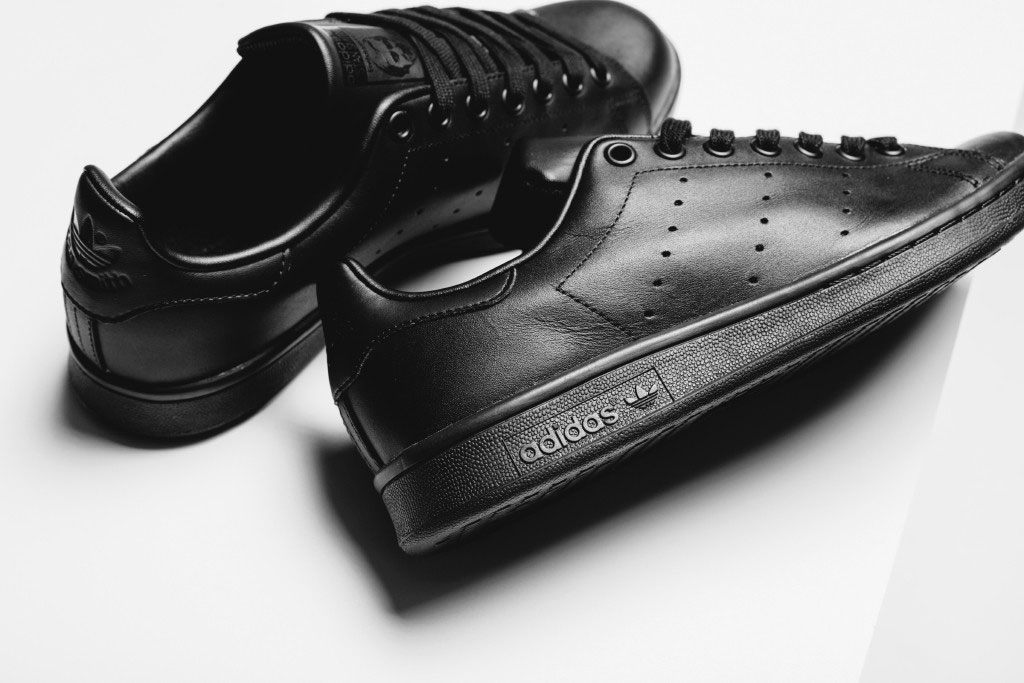 adidas-originals-stan-smith-all-black-2