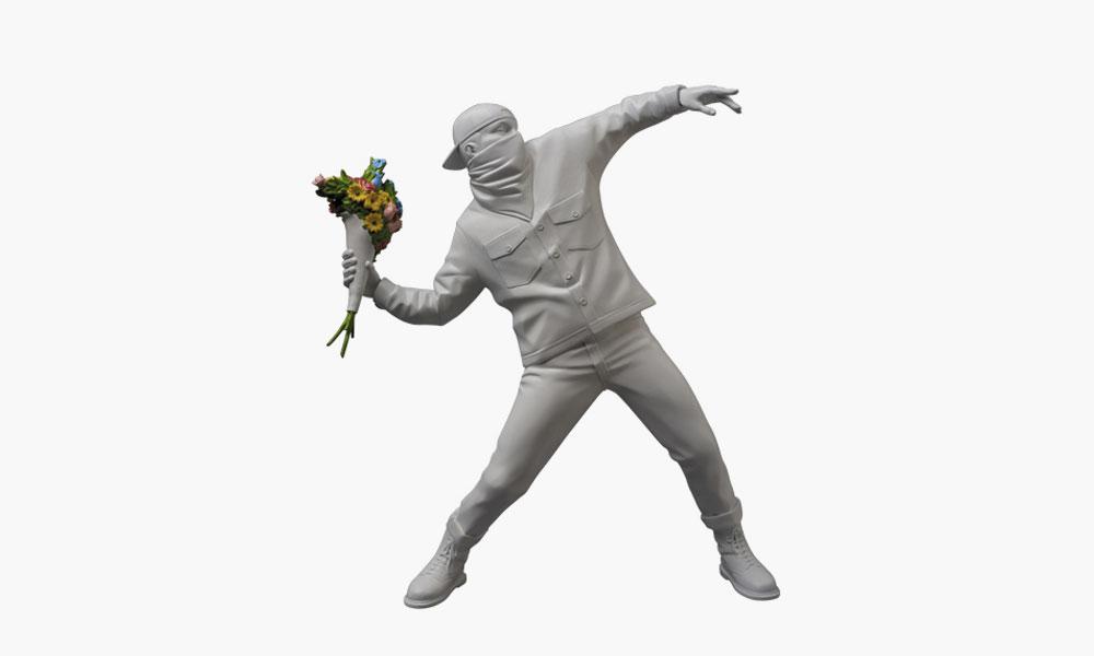Banksy inspire Medicom avec «Flower Bomber»