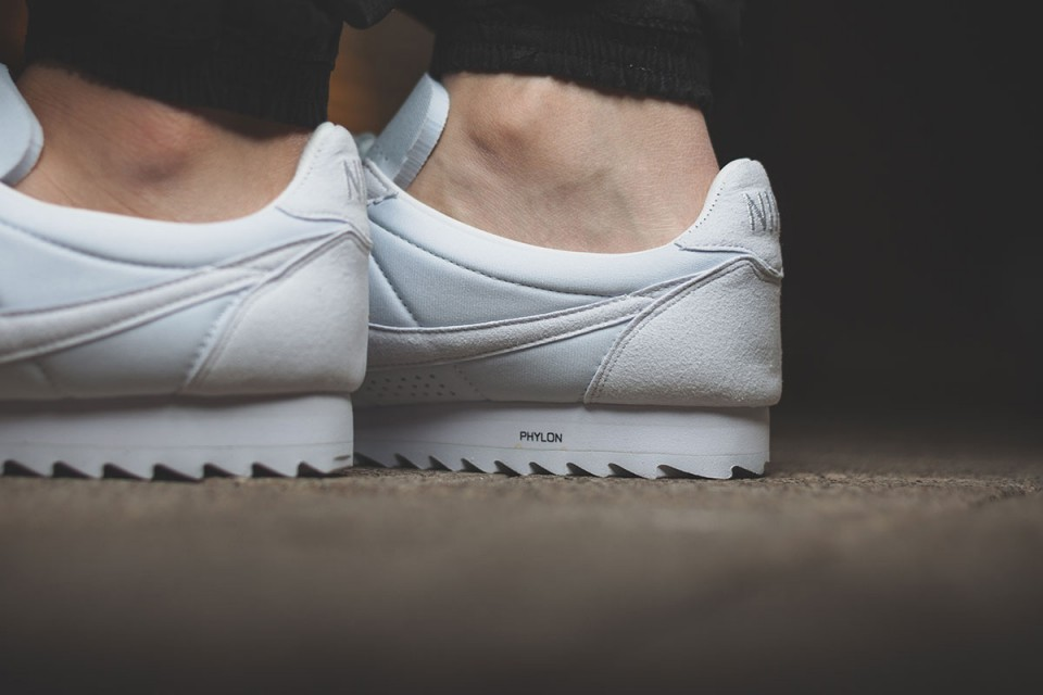 nike-classic-cortez-shark-low-all-white-03-960x640