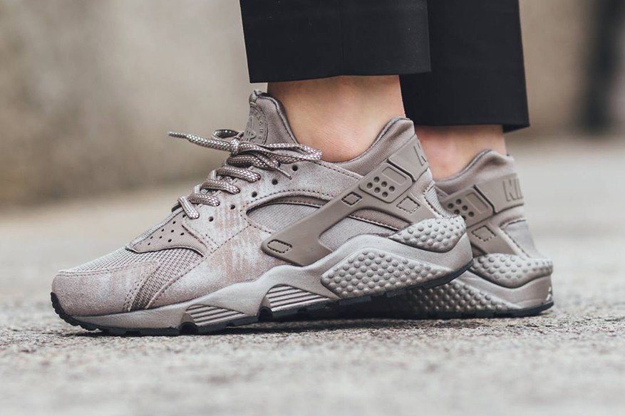 "Un nouveau colorway ""Iron"" pour la Nike WMNS Air Huarache !"