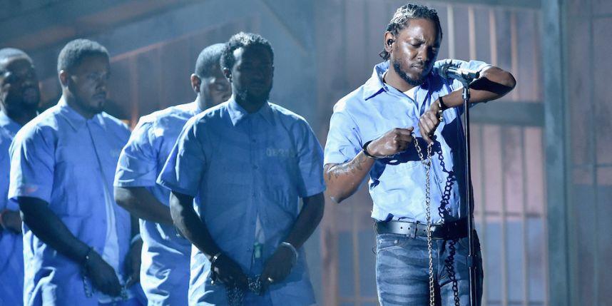 Fausse prison et feu de jeu, le show de Kendrick Lamar aux Grammys