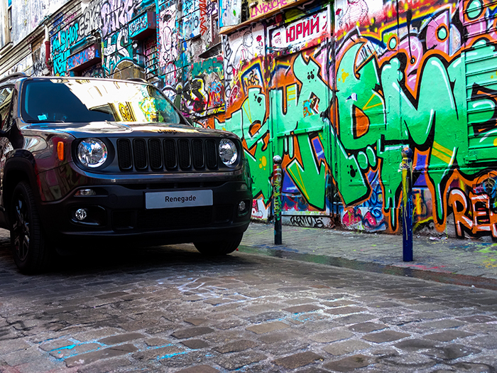 jeep se met l 39 heure am ricaine pour sa s rie sp ciale renegade brooklyn edition trends. Black Bedroom Furniture Sets. Home Design Ideas